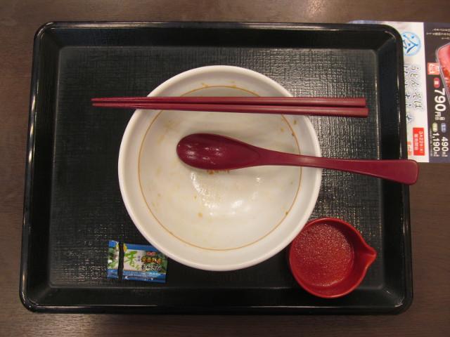 なか卯サーモンいくら丼を完食