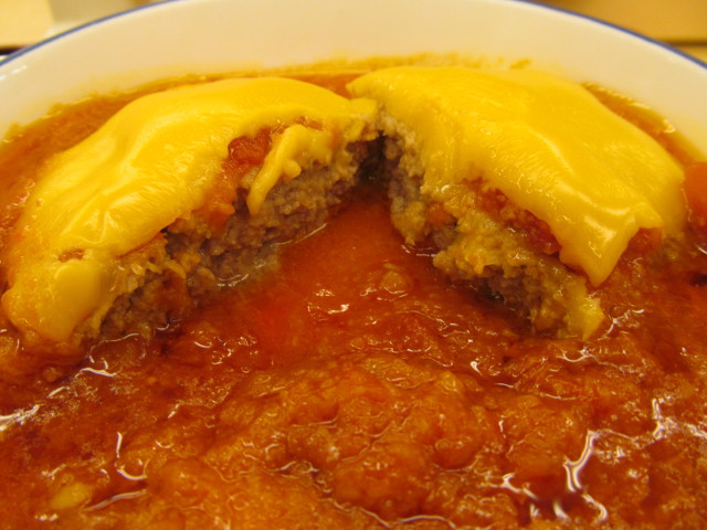 松屋トマトチーズハンバーグ定食のハンバーグの断面