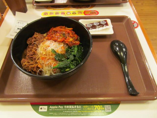 すき家ロカボ牛ビビン麺一式をナナメから