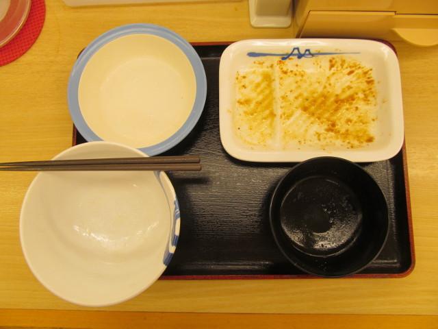 松屋豚バラにんにく味噌定食ライス大盛無料を完食完飲