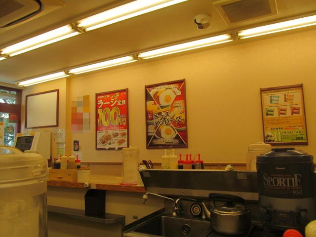 松屋店内に鶏の甘辛味噌定食2017ポスターなし