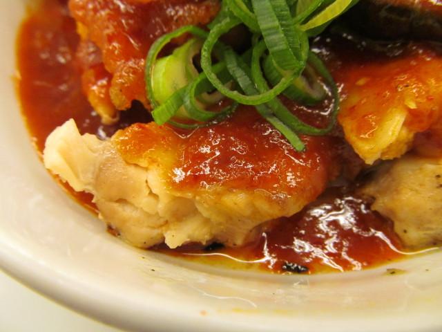 松屋鶏の甘辛味噌定食2017の鶏もも肉