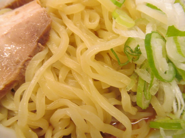 日高屋桜エビ汁なしラーメンの大盛の麺