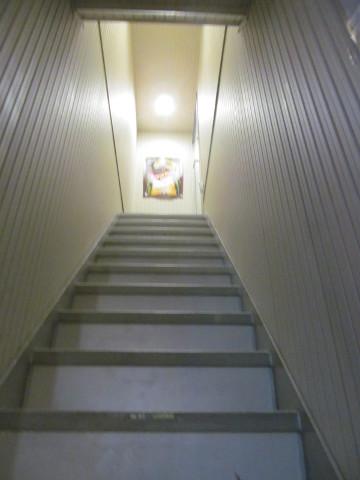 たまりやへ昇る階段20170516