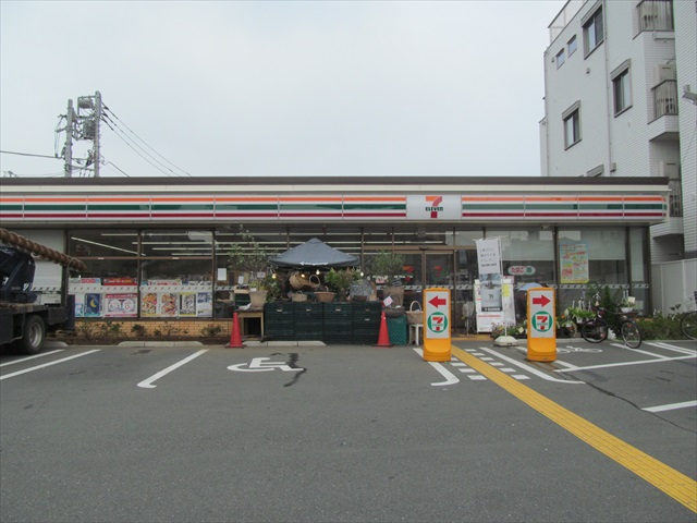 seven_eleven_sangenjaya_setagaya_street_open_20170629_021