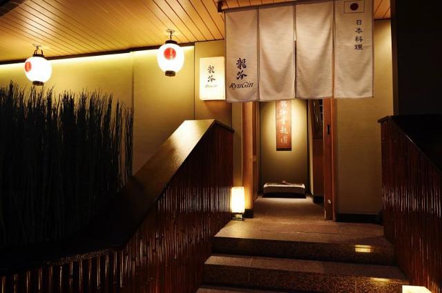 日本料理龍吟現店舗エントランス写真20180218