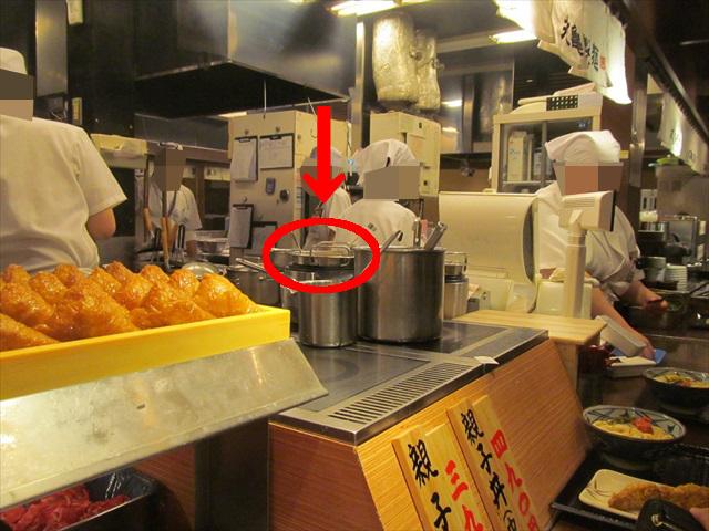 丸亀製麺厨房内で加熱中のクラムチャウダー20180125