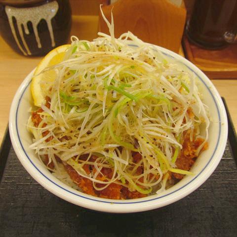かつやねぎ塩カツ丼2018大盛賞味サムネイル輝度15アップ