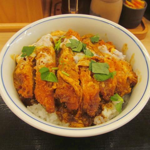 かつやチキンカレーカツ丼2018大盛賞味サムネイル輝度10アップ