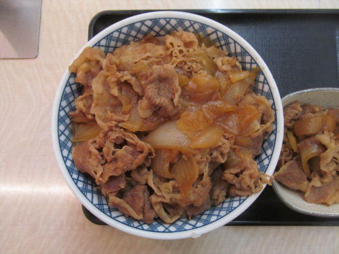 yoshinoya-nikudakugyudon-20200402-040