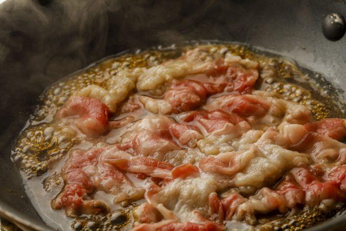 丸亀製麺_神戸牛と大和芋のとろ玉うどん_加熱中の神戸牛_1205_20210405